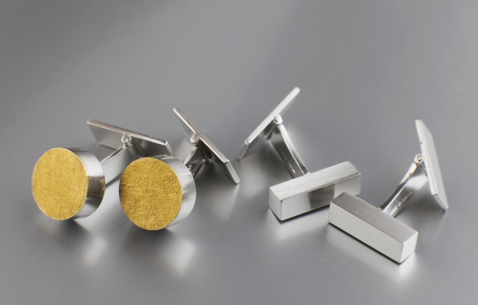Manschettknappar, silver. Manschettknappar, silver och guld.