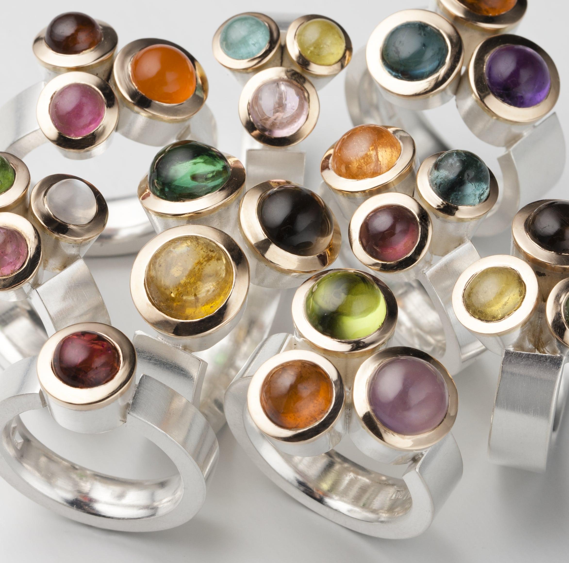 """Ringar, """"Trillingringar"""", silver, guld och diverse stenar"""