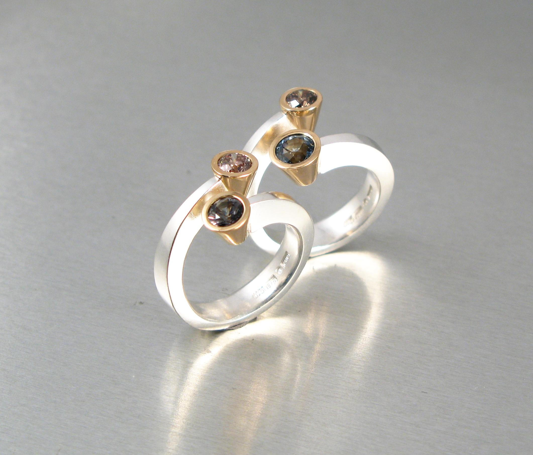 """Ringar, """"Omlottring"""", silver, guld, safirer och diamanter"""