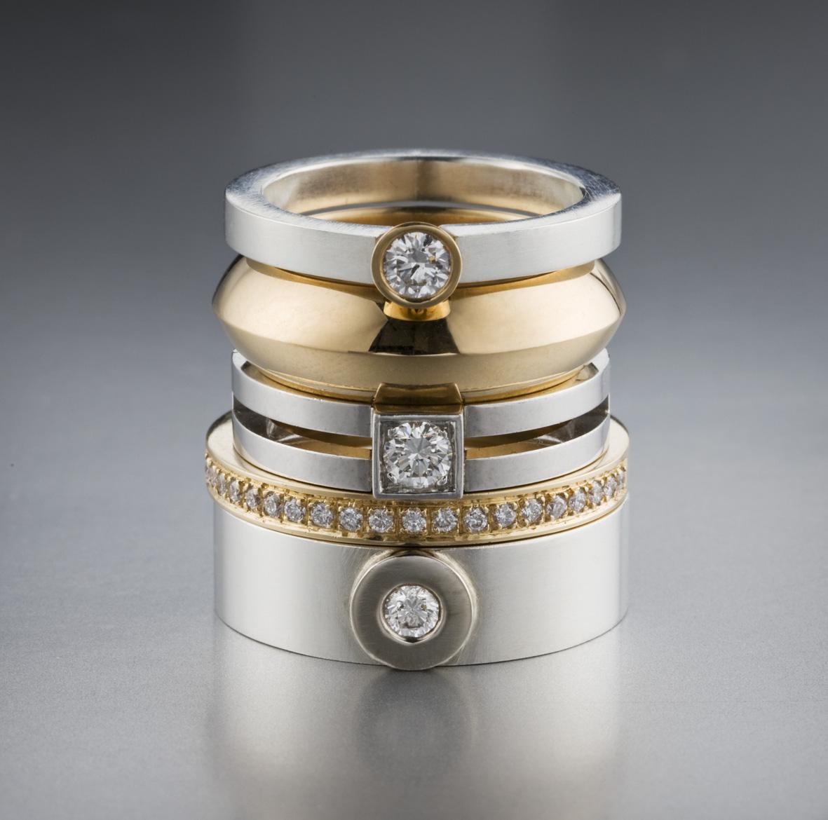 Ringar, silver, vitt och rött guld och diamanter