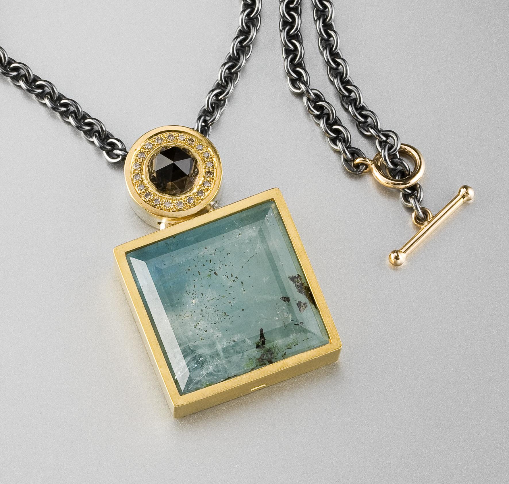 Hänge, silver, 23k guld, akvamarin, rökkvarts och bruna briljanter