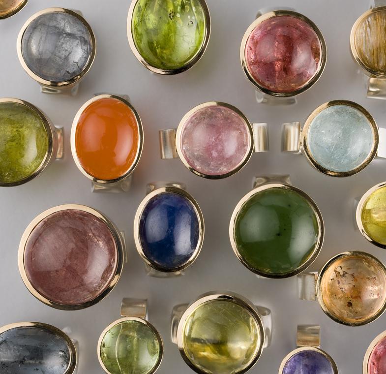 """Ringar, """"Cab ringar"""" silver och guld med diverse stenar."""