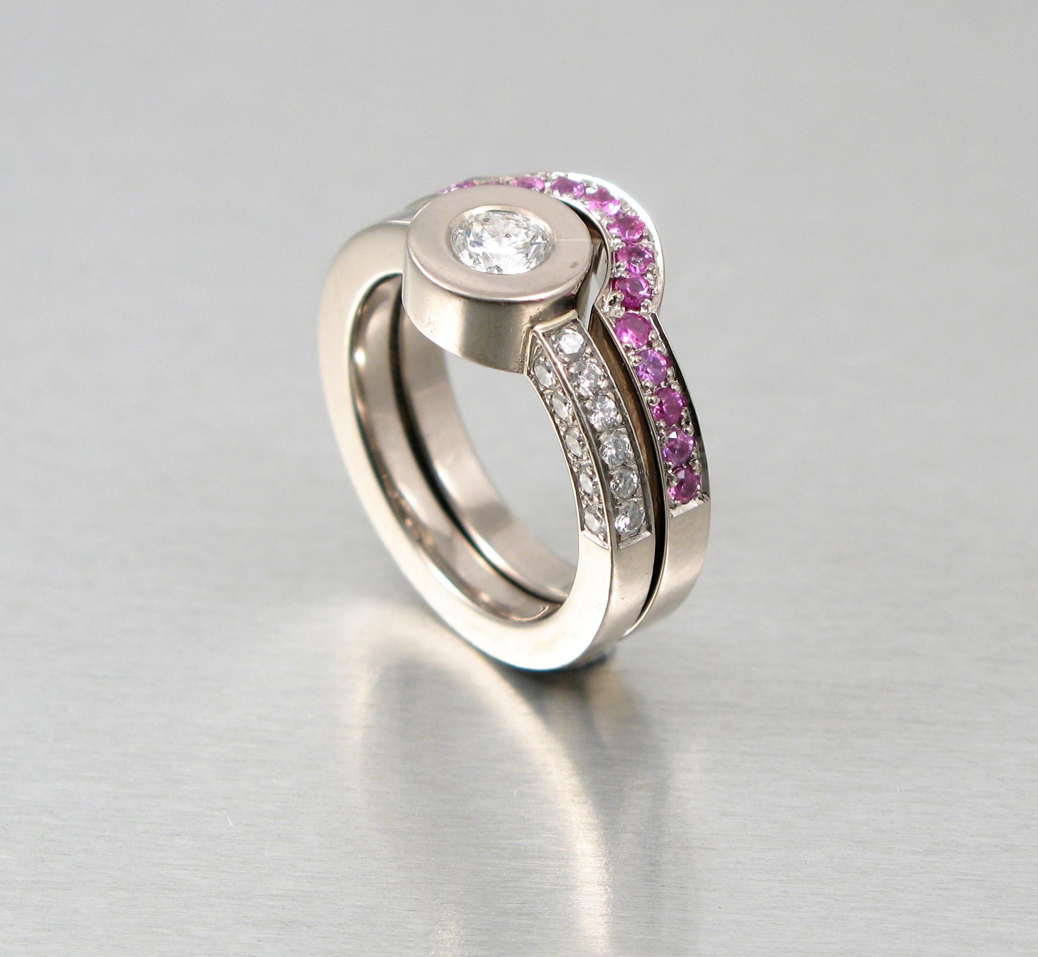 Ringar, vitt guld, diamanter och rosa safirer.