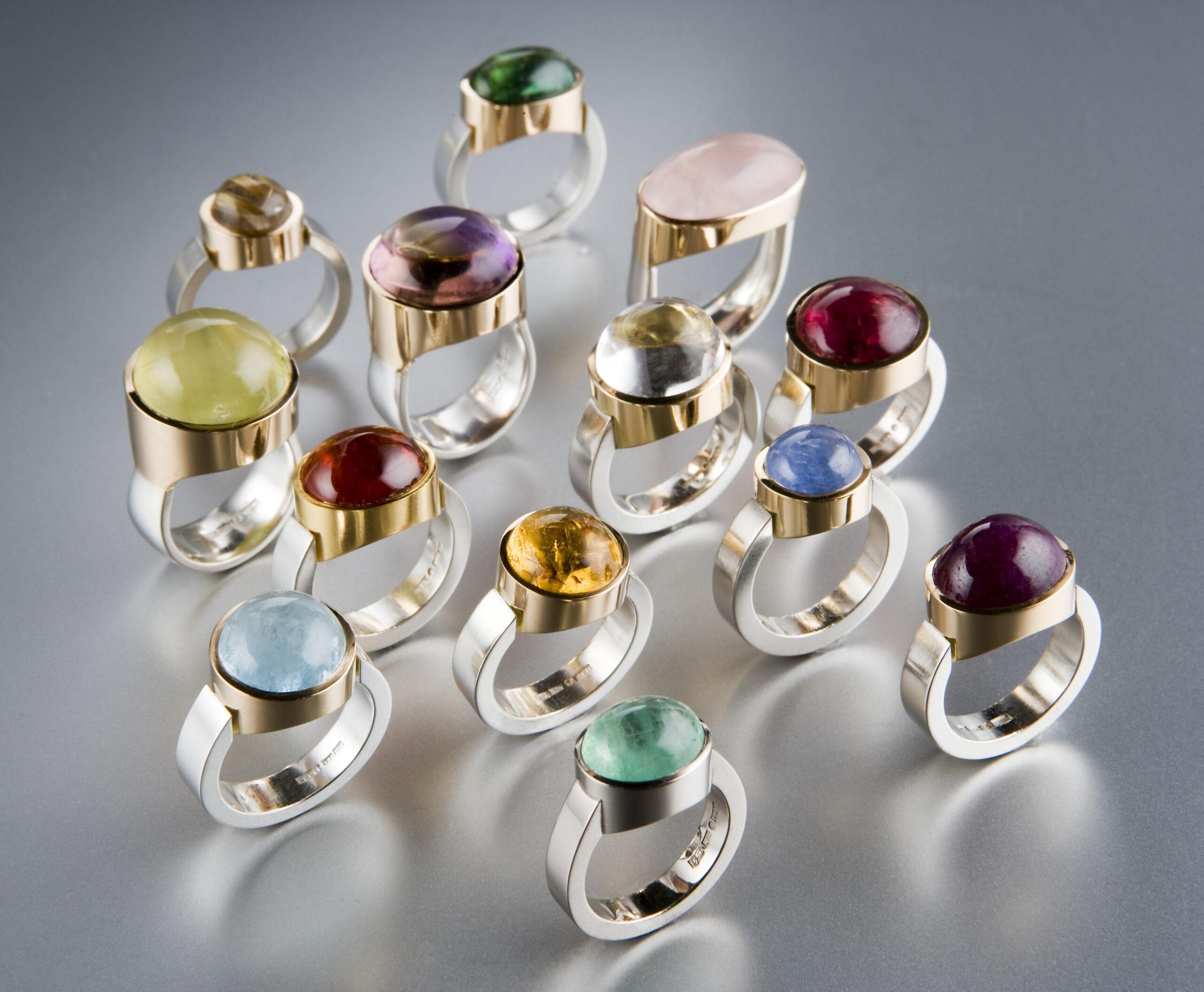 Ringar, silver och guld med diverse stenar