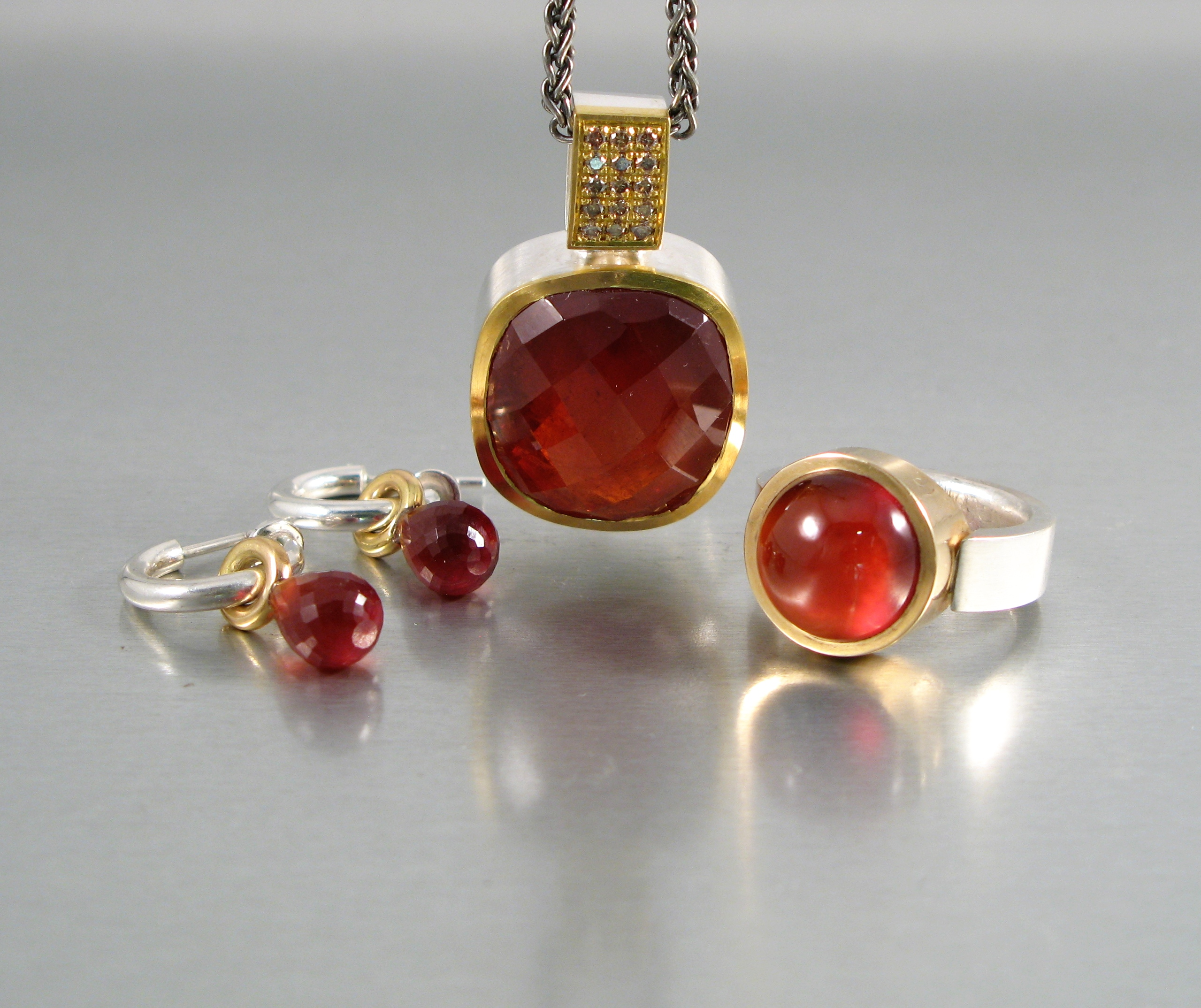 Ring och hängsmycke, silver, guld, diamanter och hessonit