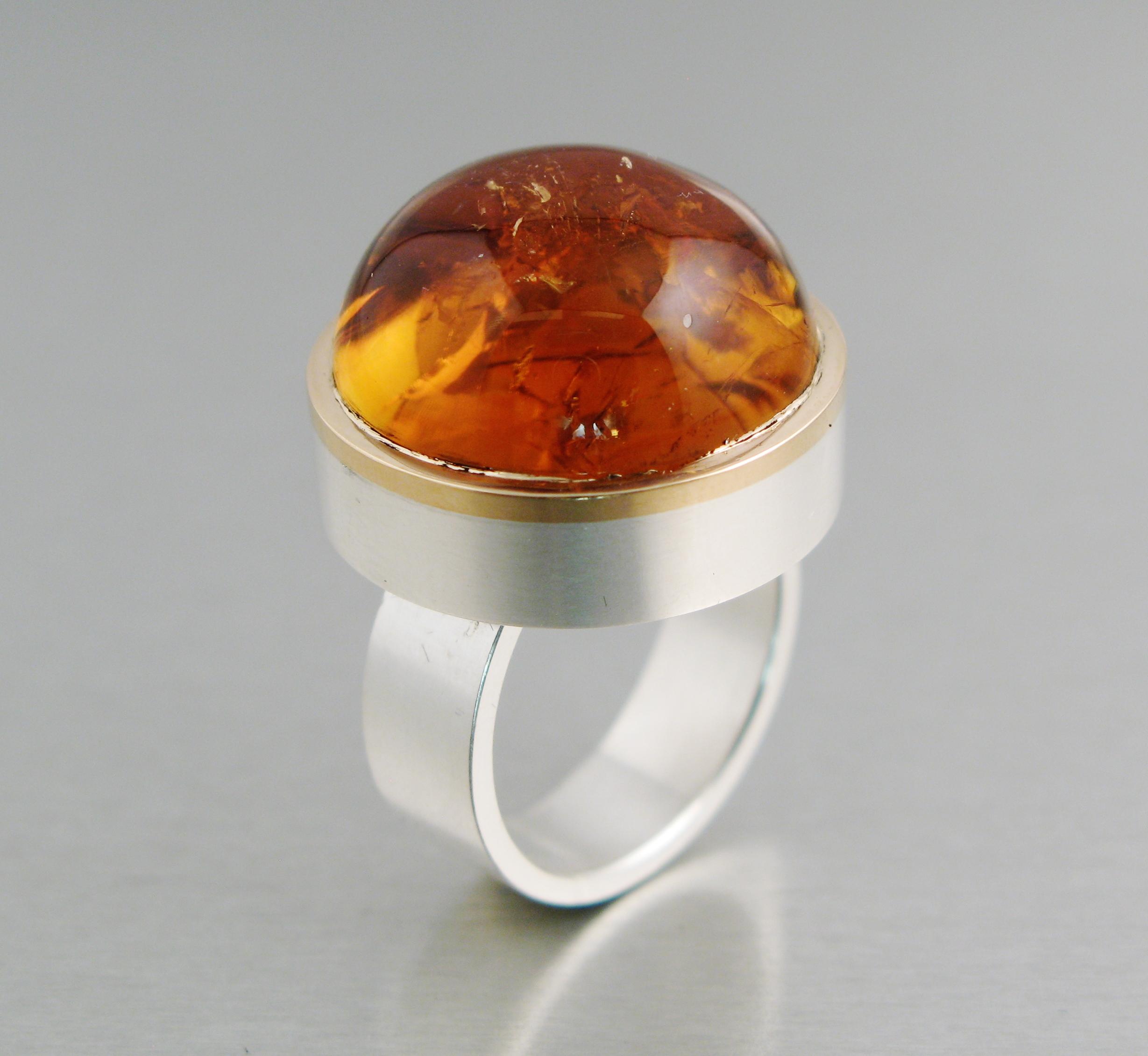 """Ring, """"Halslös"""" silver, guld och citrin."""