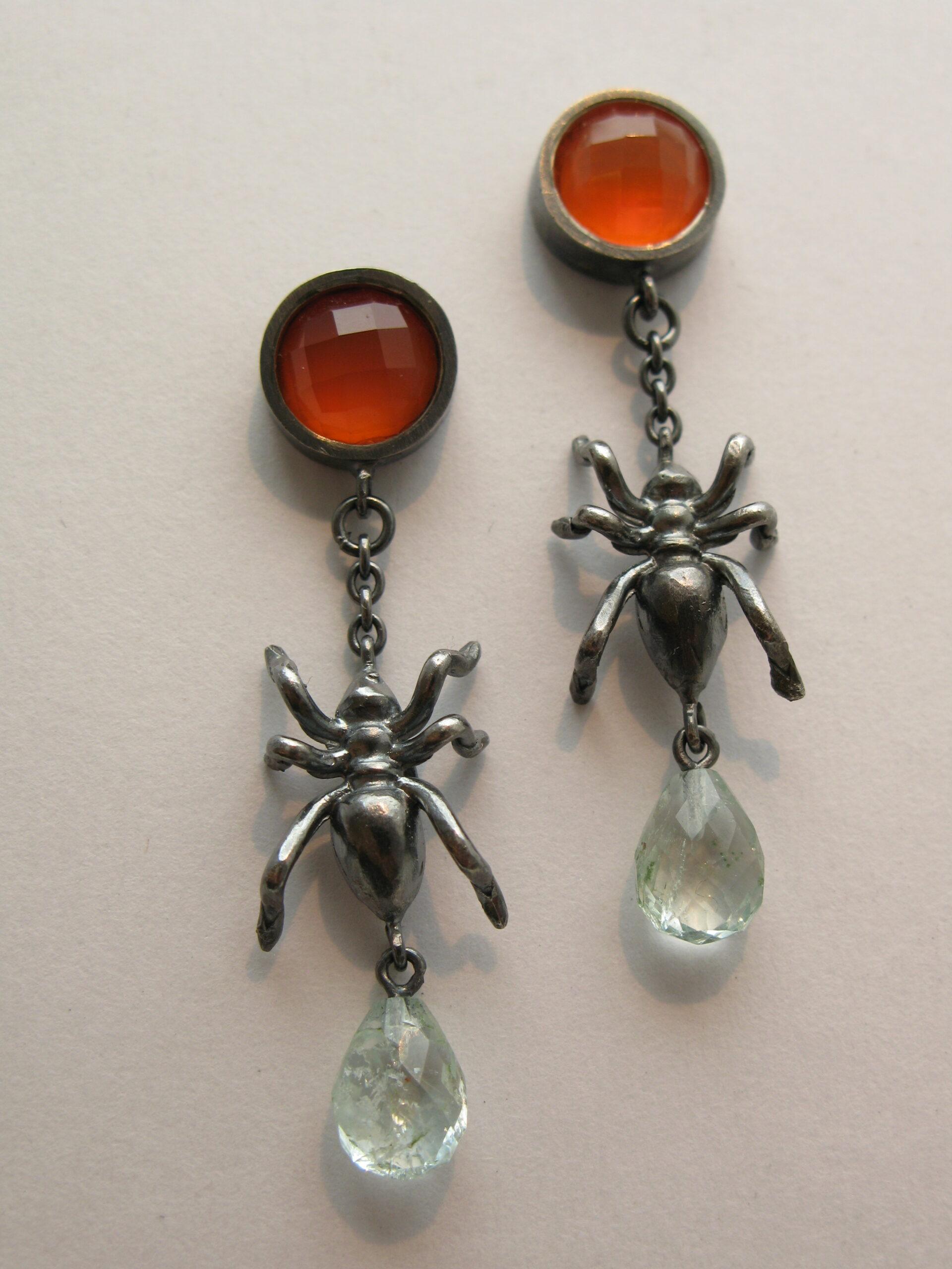 Örhängen, oxiderat silver, karneol och akvamarindroppar