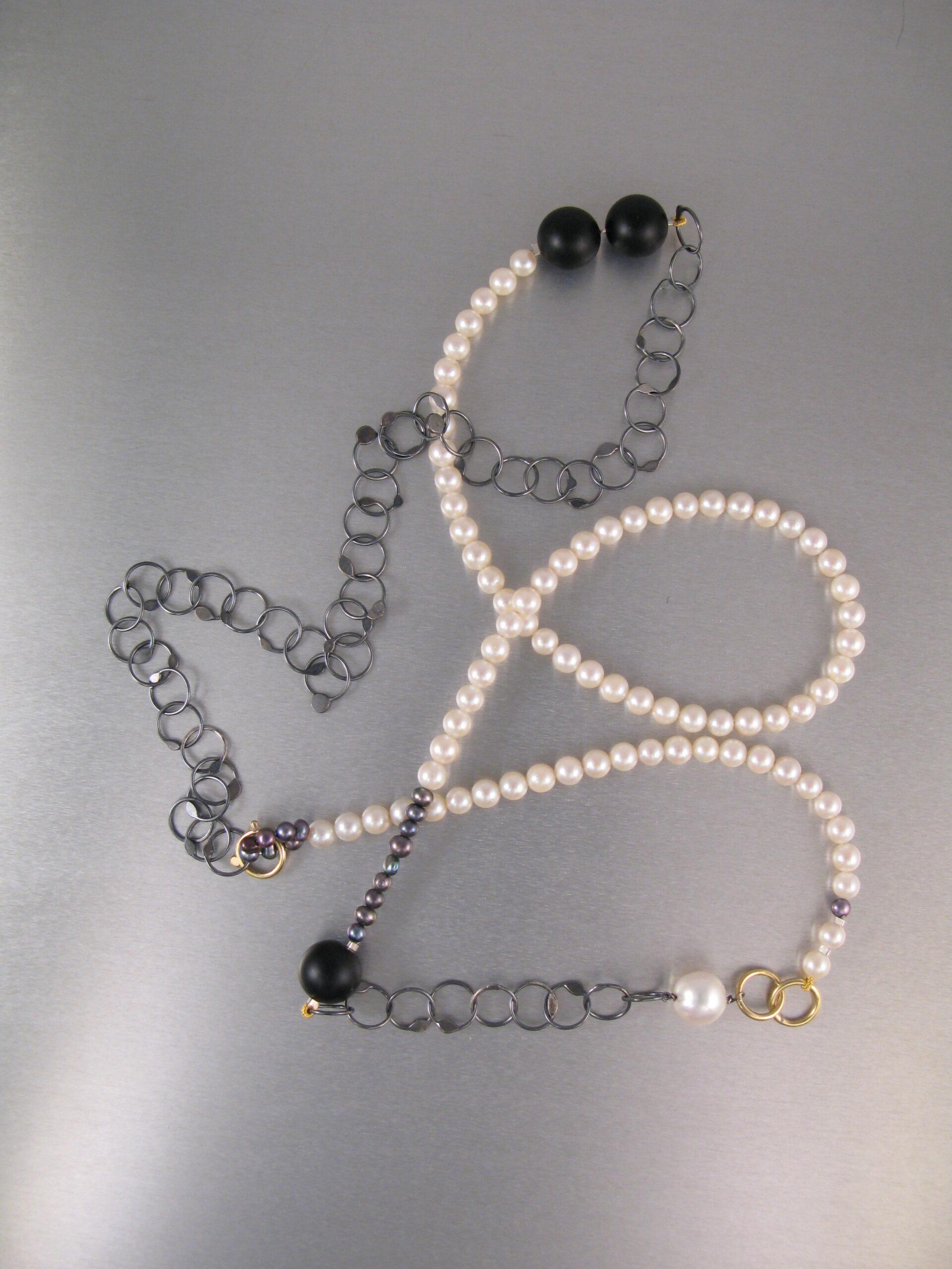Collier, silver, guld, pärlor och onyx
