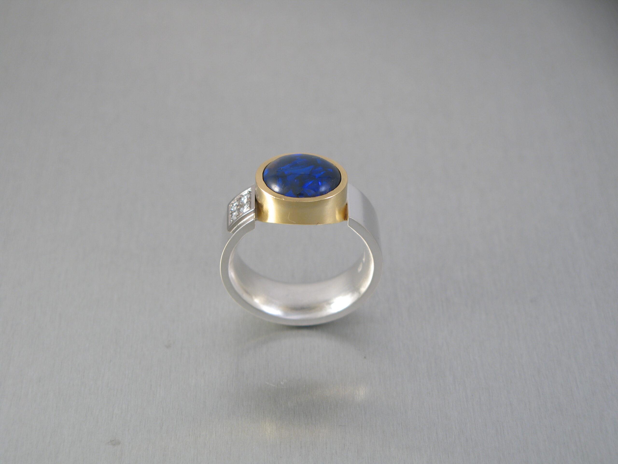 Ring, silver, rött och vitt guld, briljanter och opal.