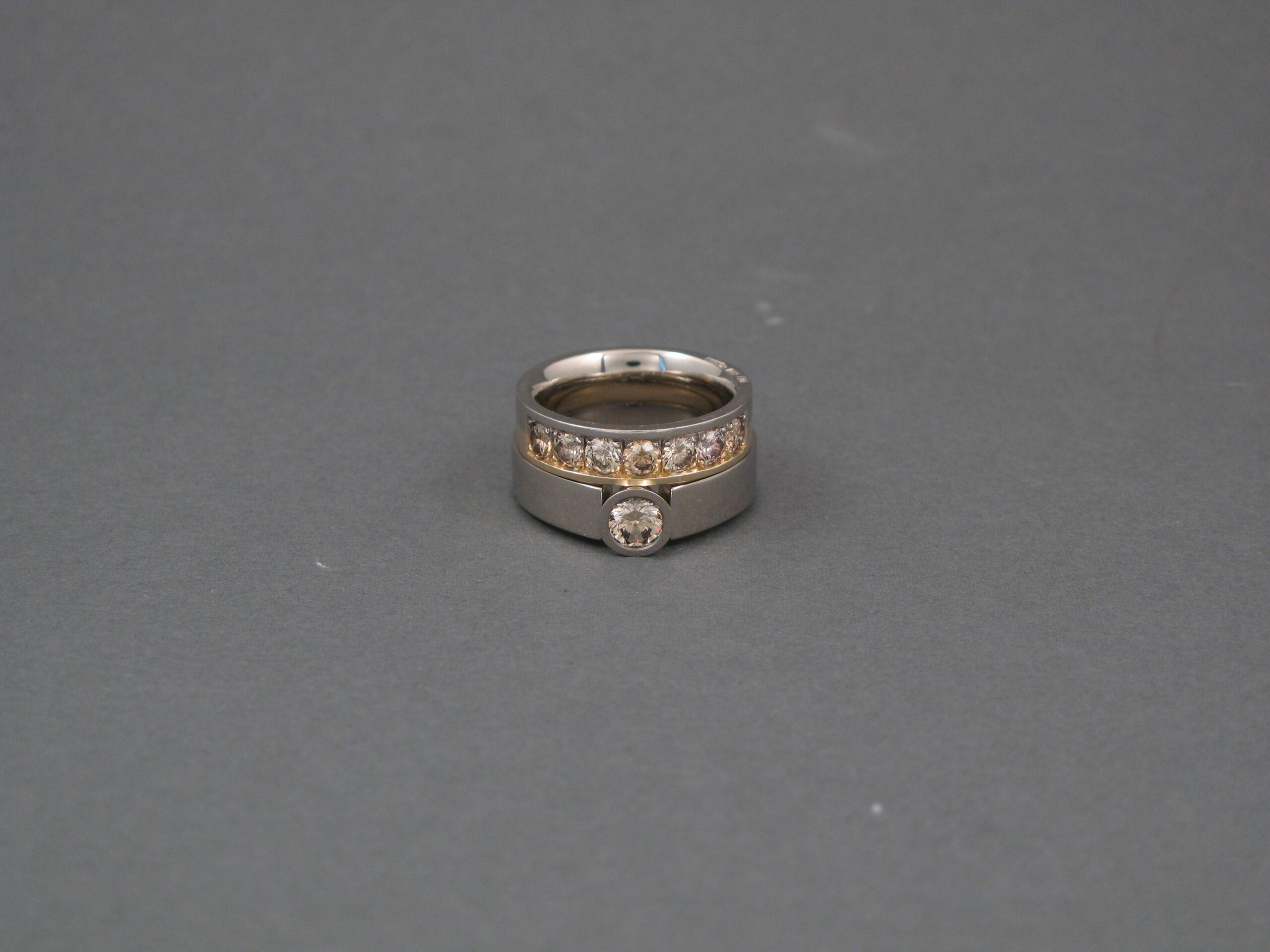 Ringar, vitt och rött guld, och diamanter