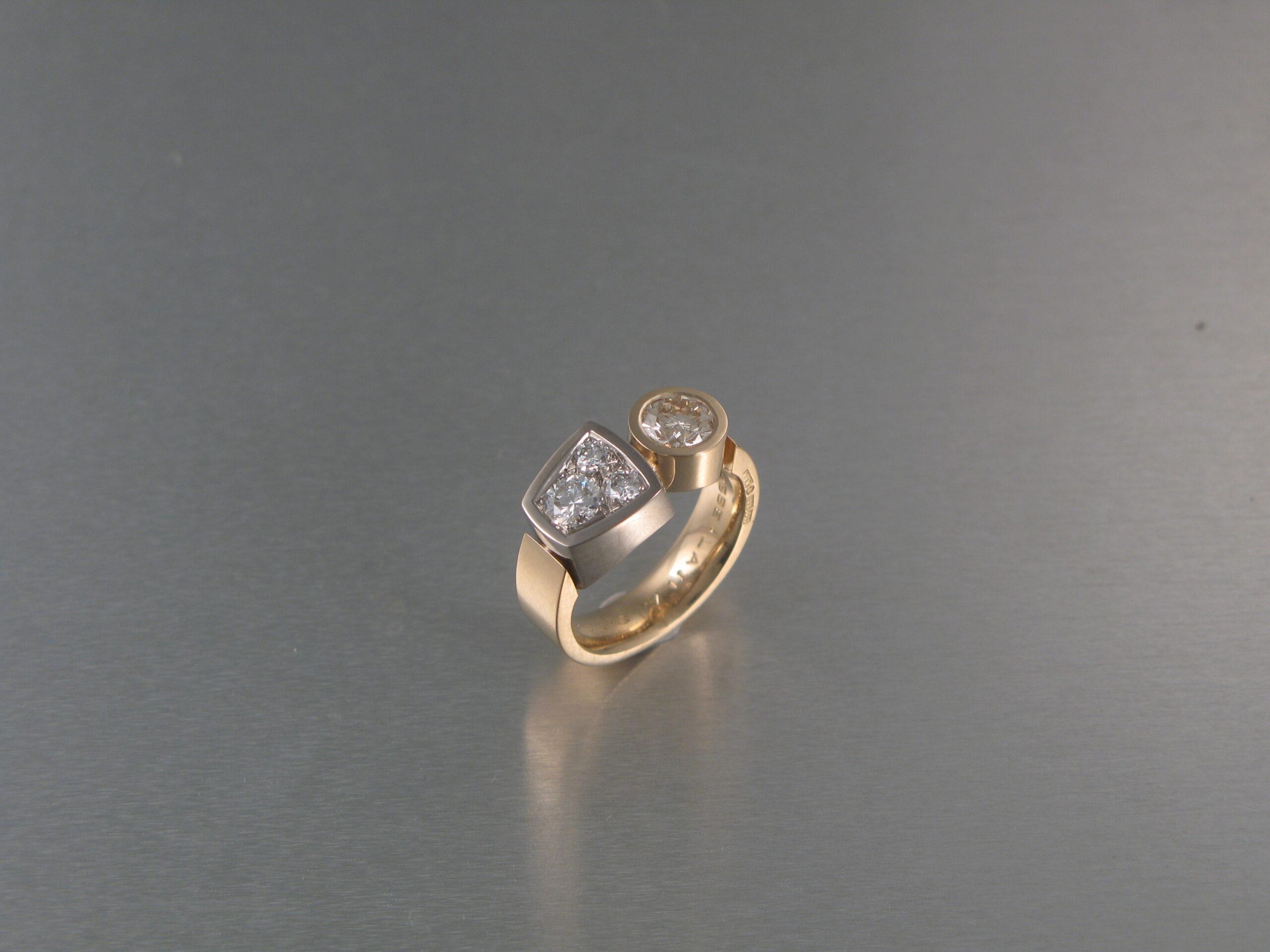 Ring, rött och vitt guld och briljanter