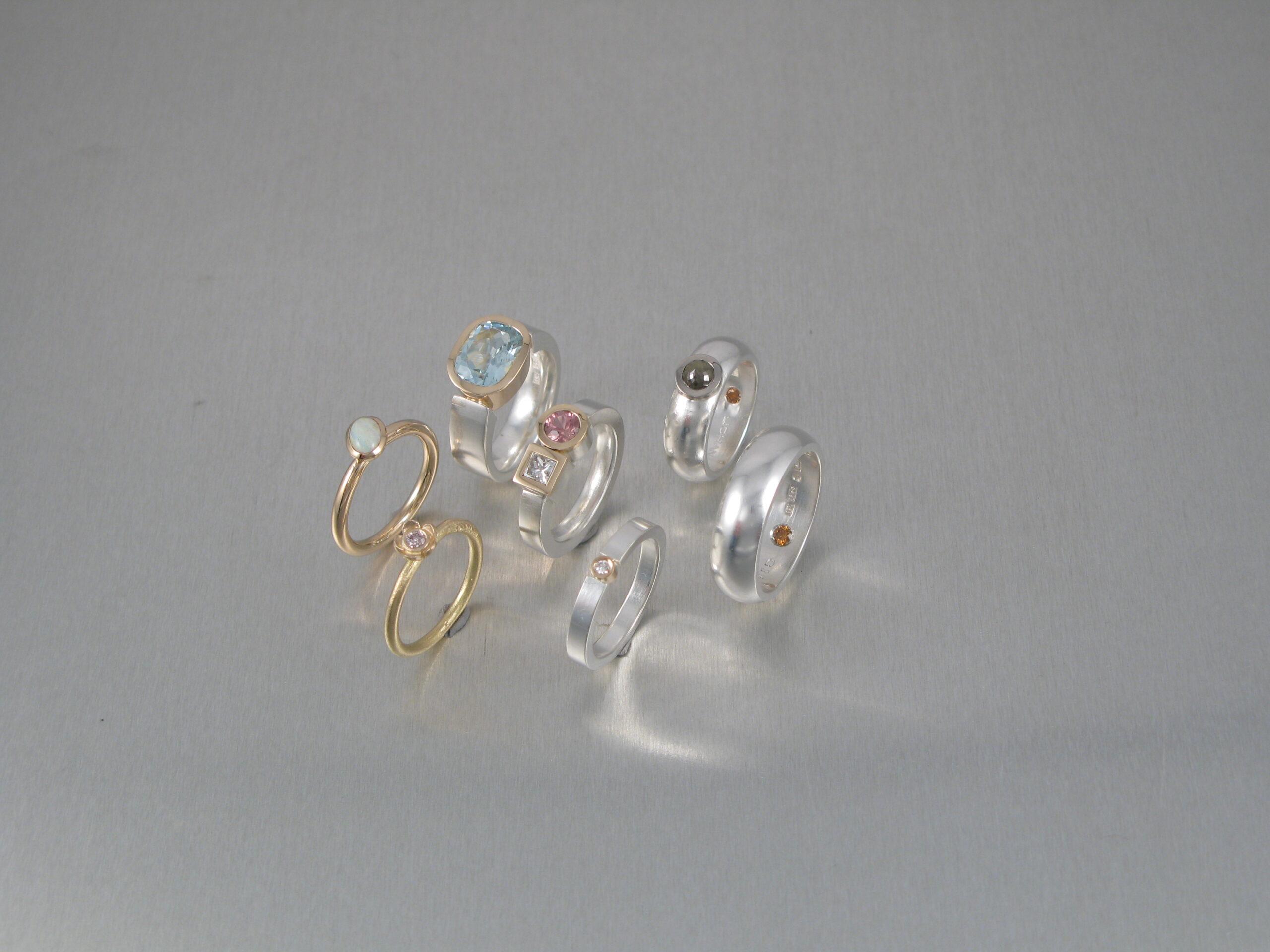Ringar, silver, guld och diverse stenar