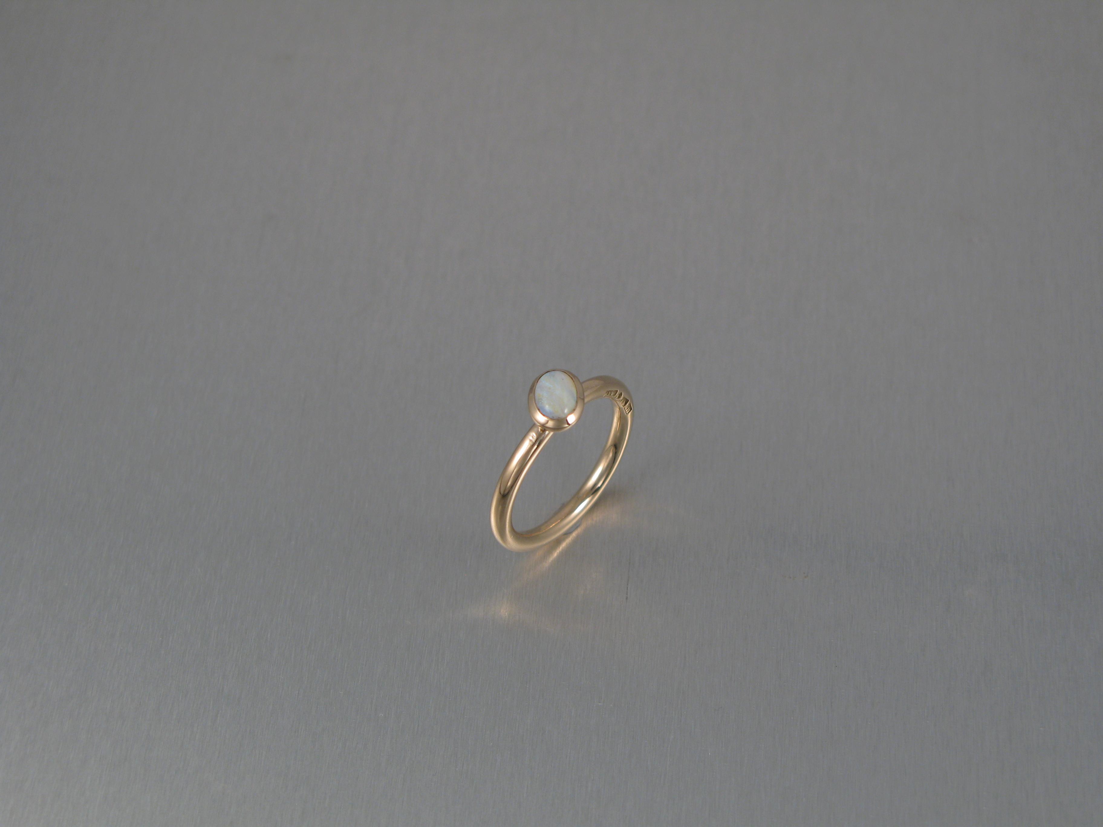 """Ring, """"Pyttliten Blomma"""", guld och briljant."""