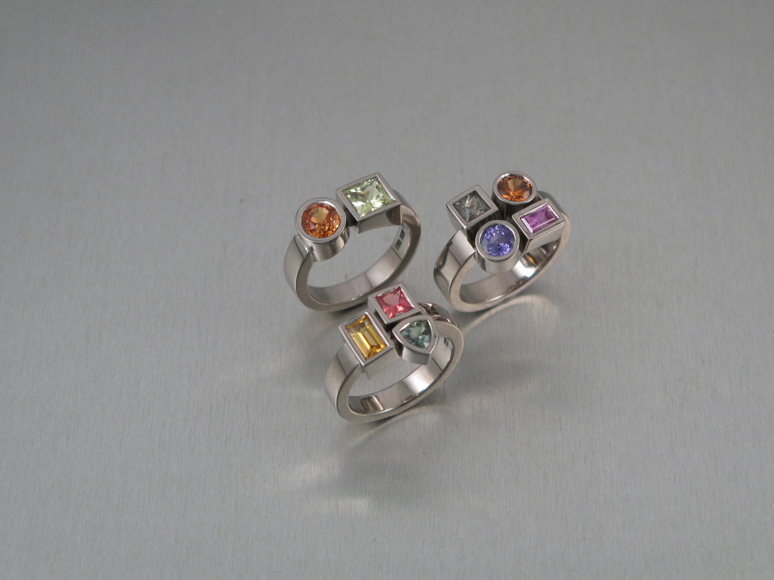 """Ring, """"Lådringar"""", vitt guld, diverse färgstenar (smått osäker på bild)"""