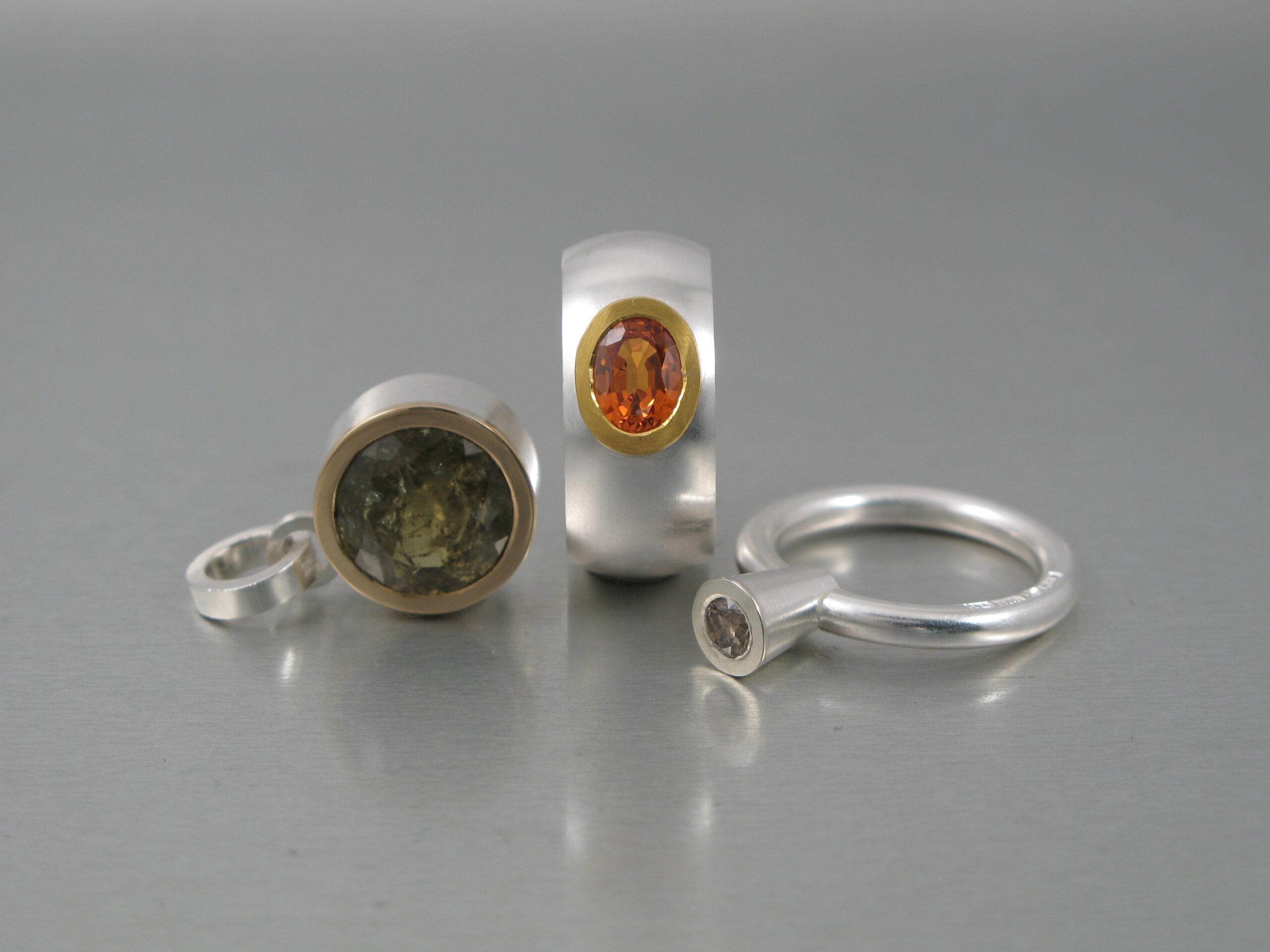 Ringar, silver, guld, diamant, citrin och grossular.