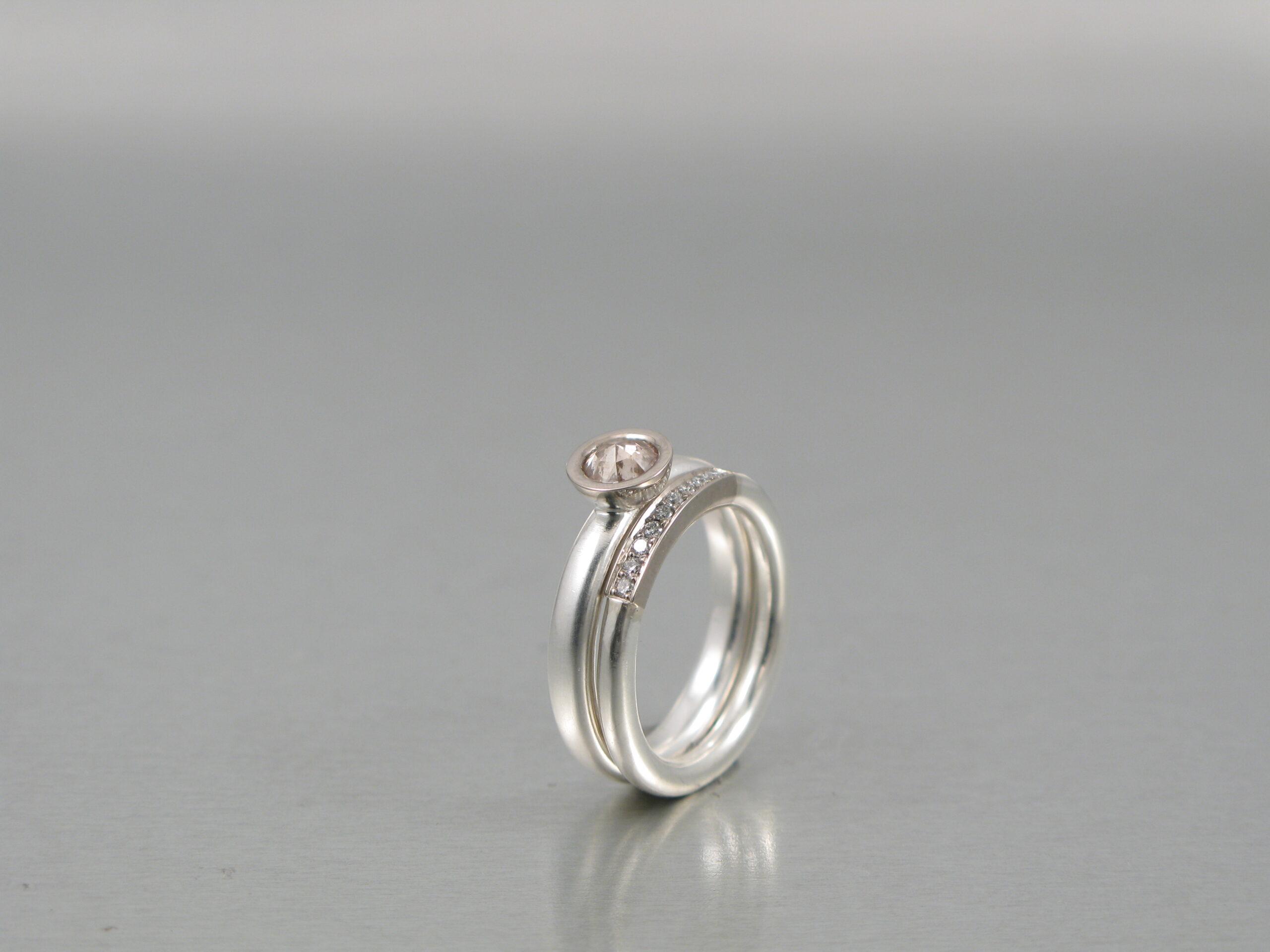 Ringar, silver och vitt guld och briljanter och rosenslipad diamant