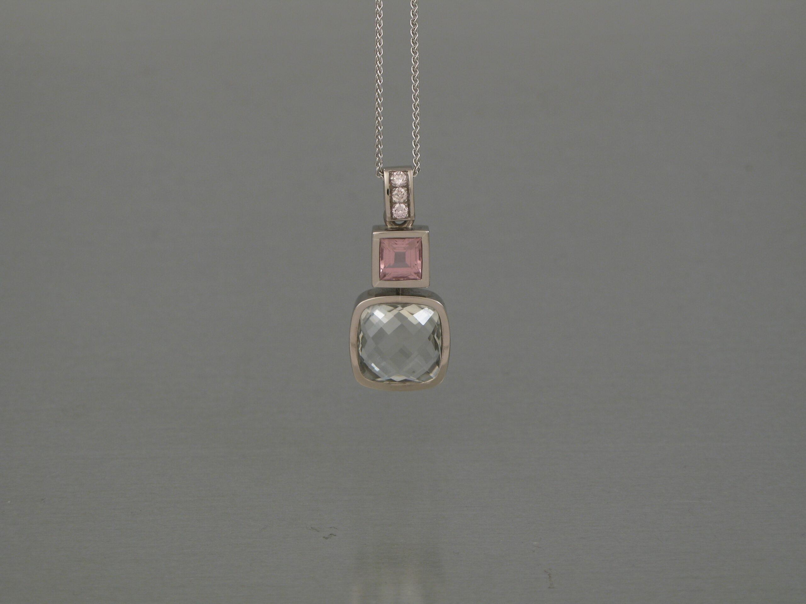Hänge, vitguld, beryll, rosa turmalin och rosa diamanter (osäker bild)