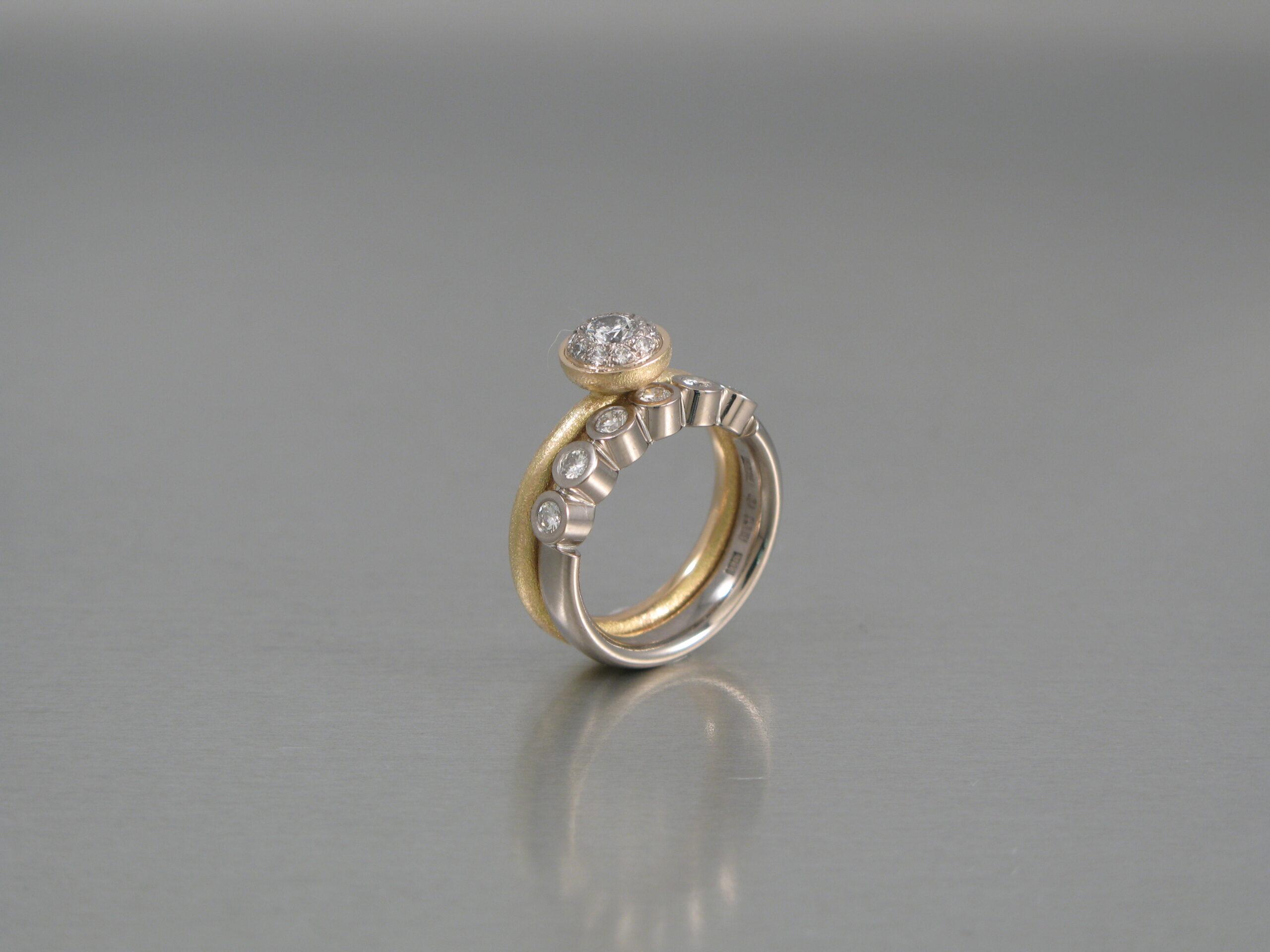 "Ring, ""Stor Pytteliten"", guld och briljanter. Alliancering, vitt guld och briljanter."