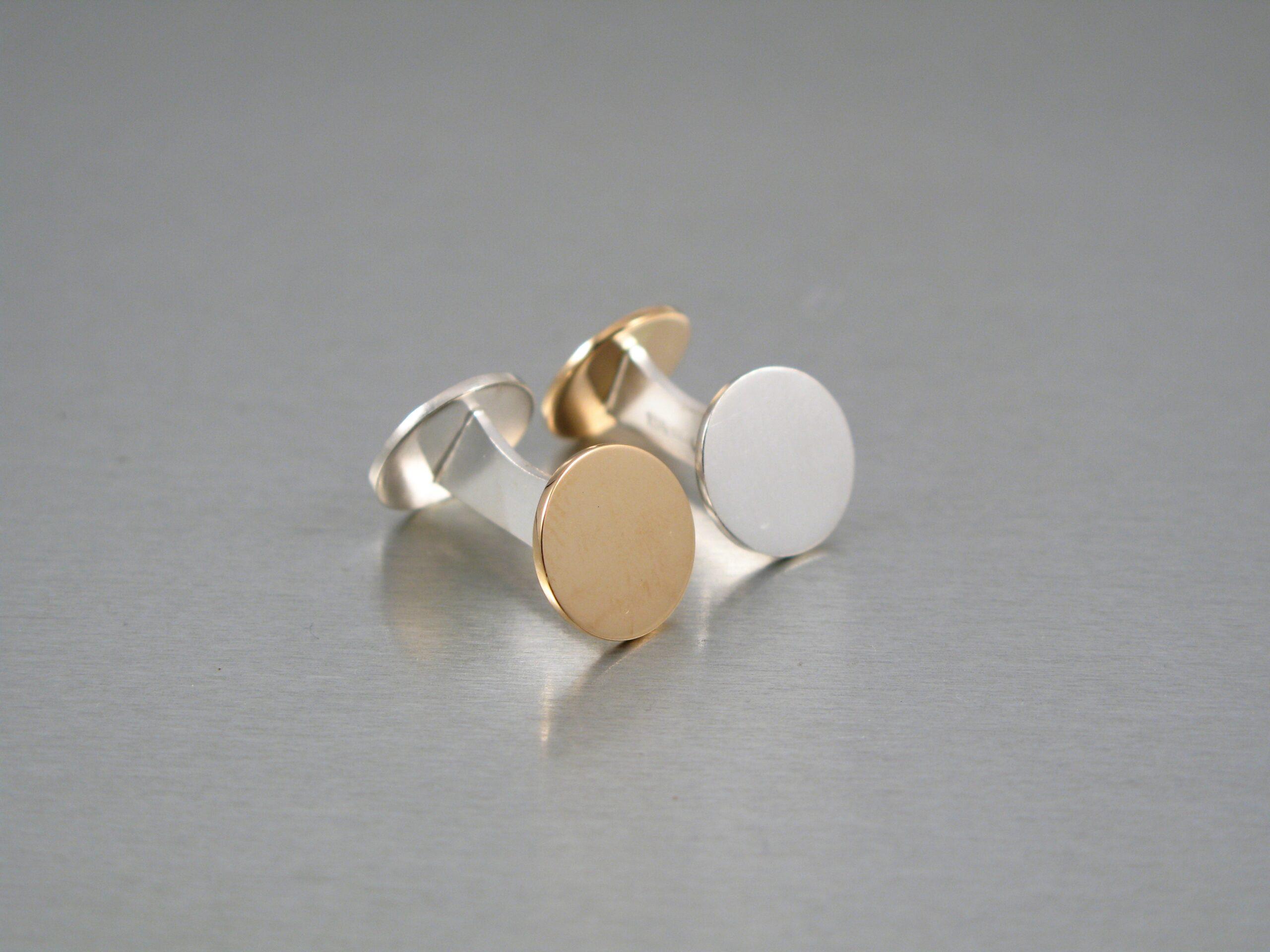 Manschettknappar, silver och guld.
