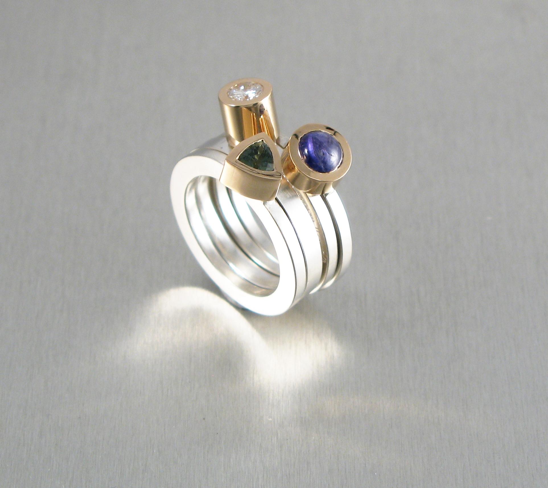 """Ring, """"Pusselringar"""", guld, silver, safirer och briljant."""