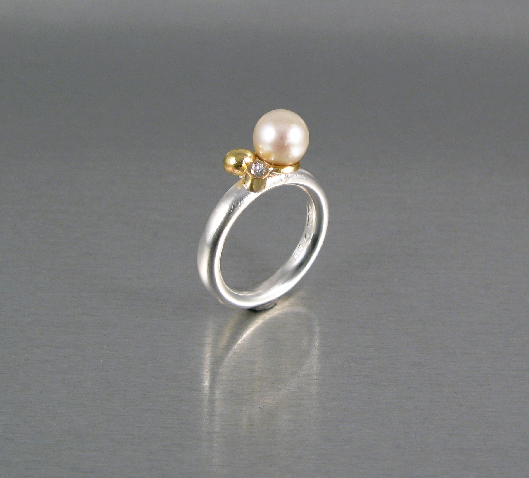 Ring, silver, guld och diamant och pärla