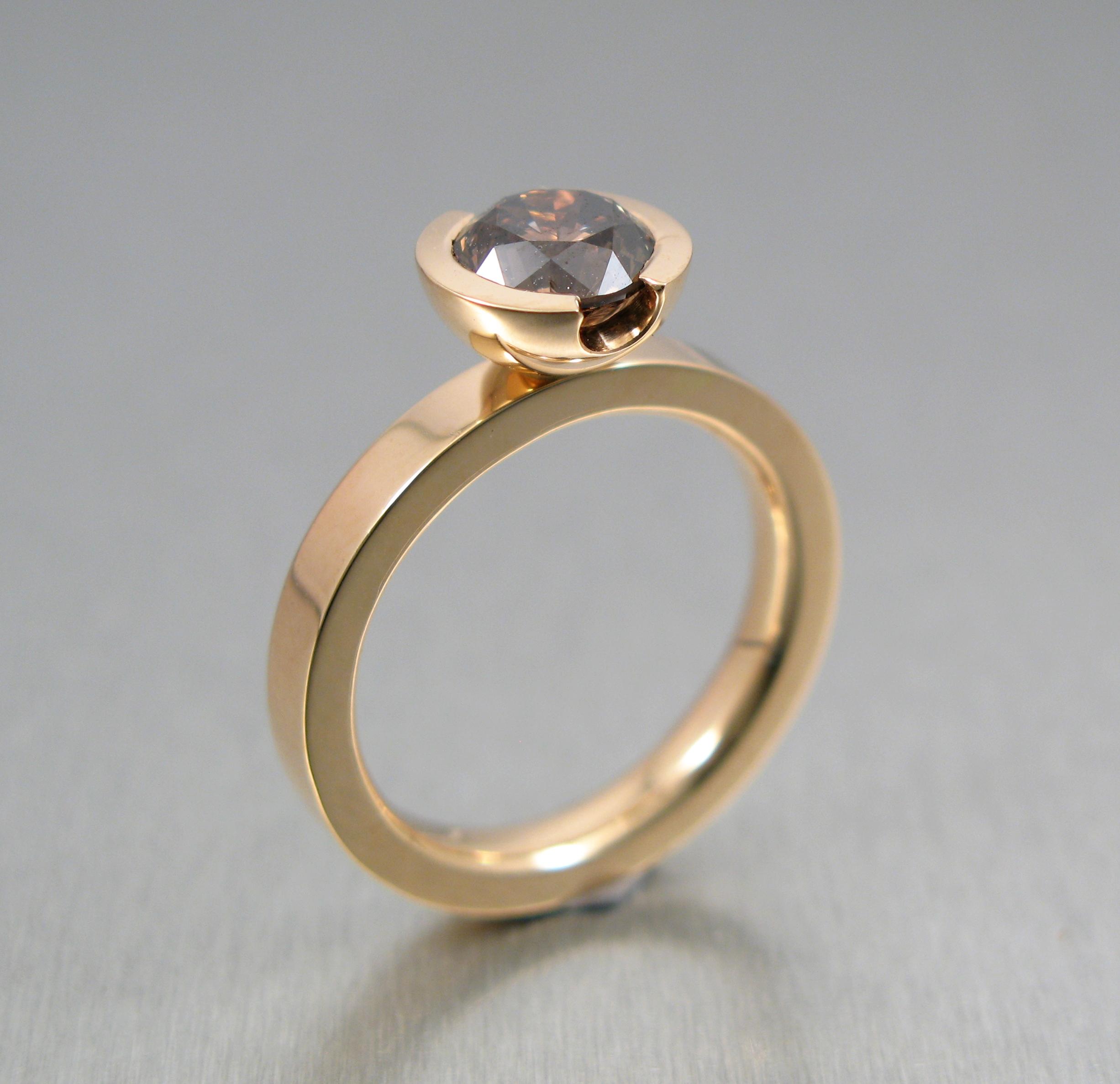 """Ring, """"Flack Britt-Marie"""", guld och diamant."""