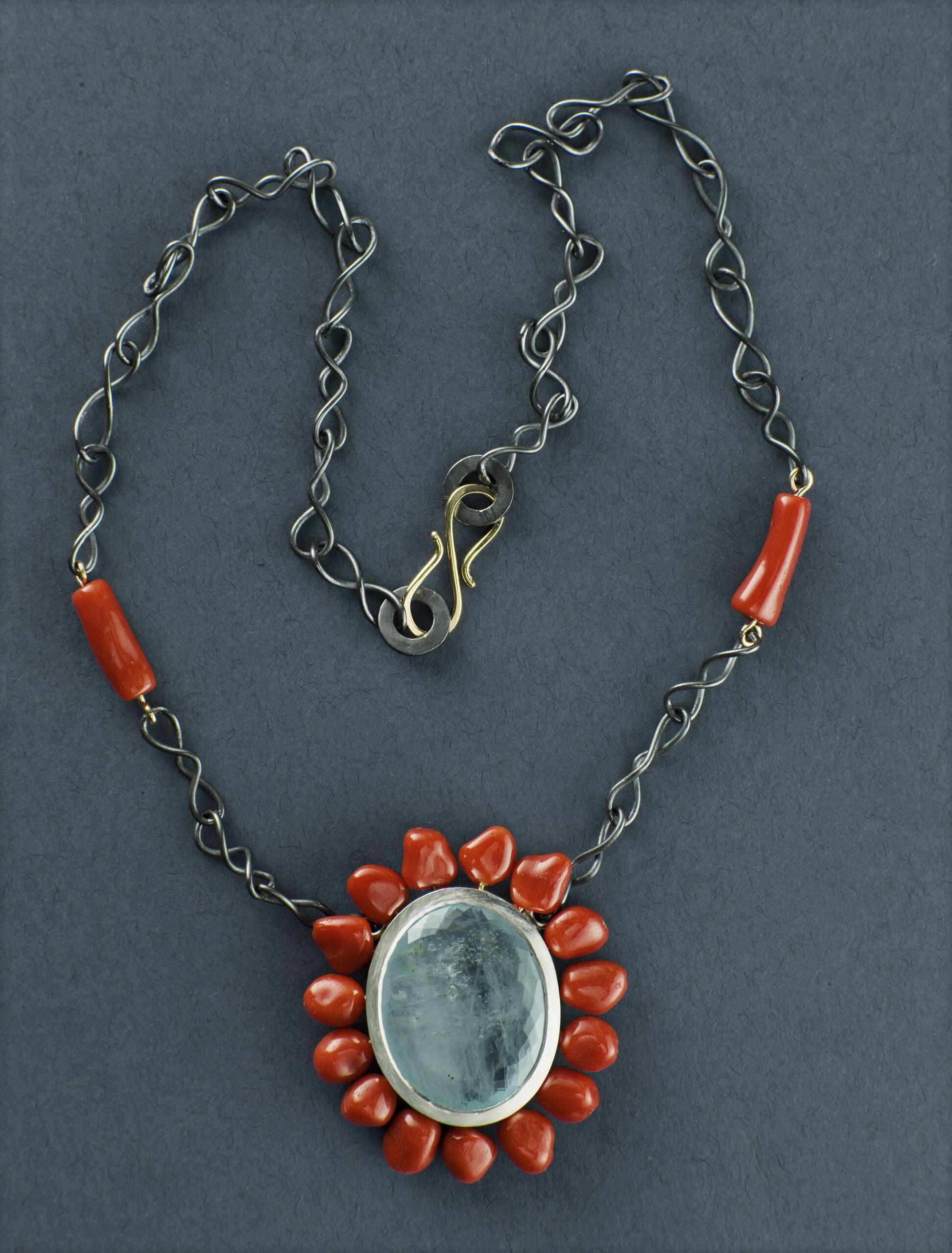 Hänge, oxiderat silver, guld, korall och akvamarin