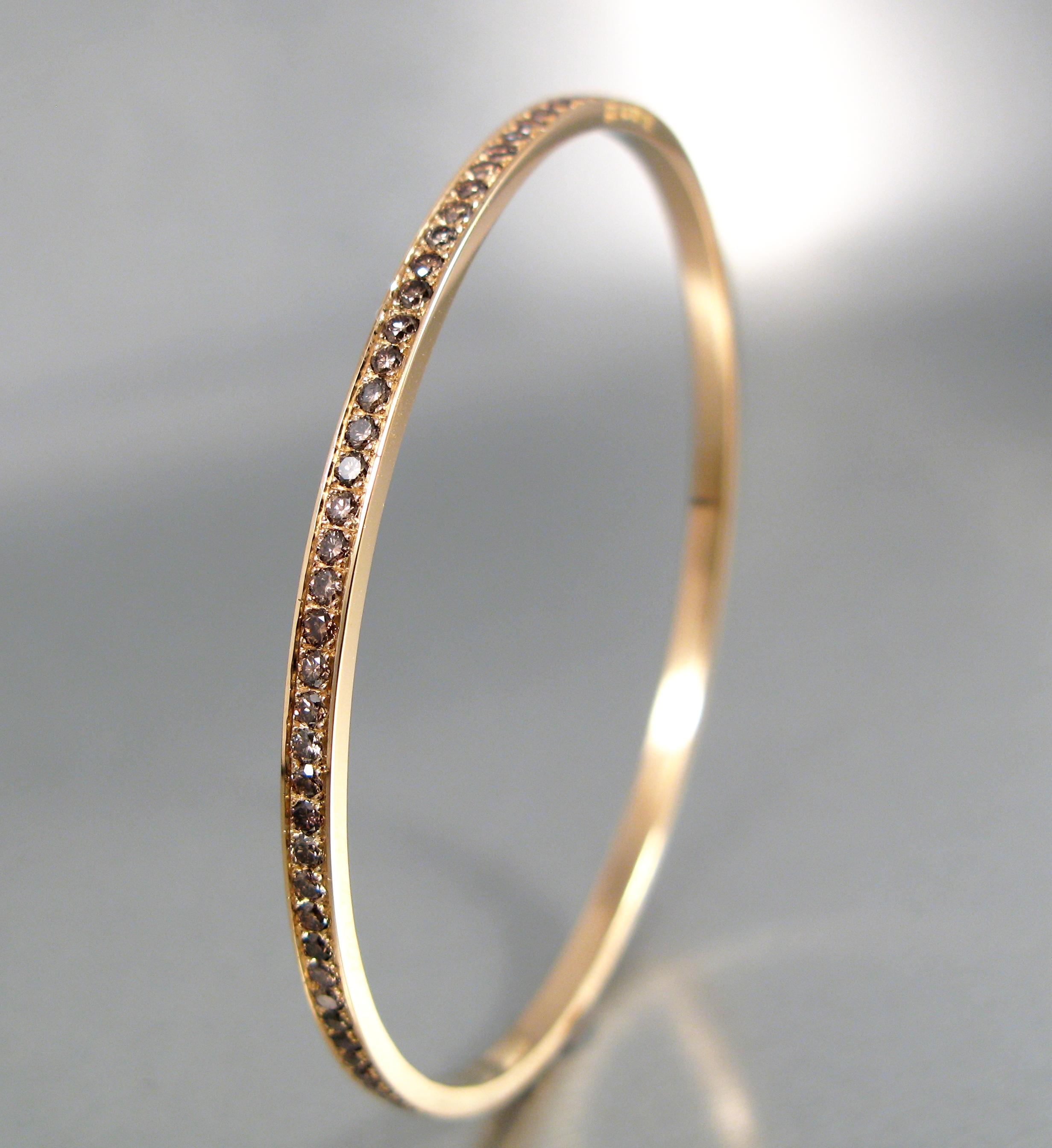 Stel armring i guld med naturfärgade briljanter