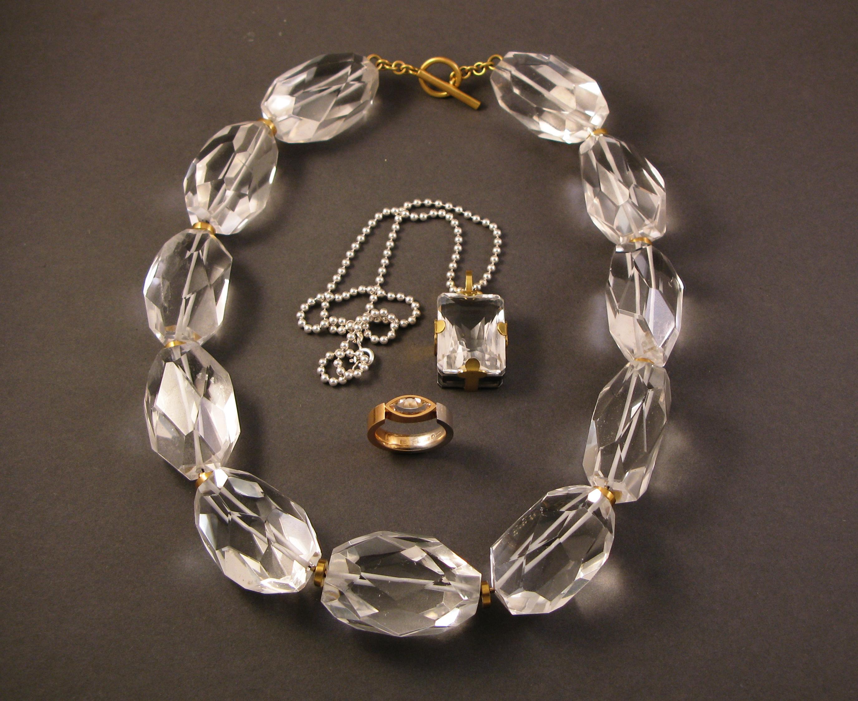 Collier, bergkristall med guldlås