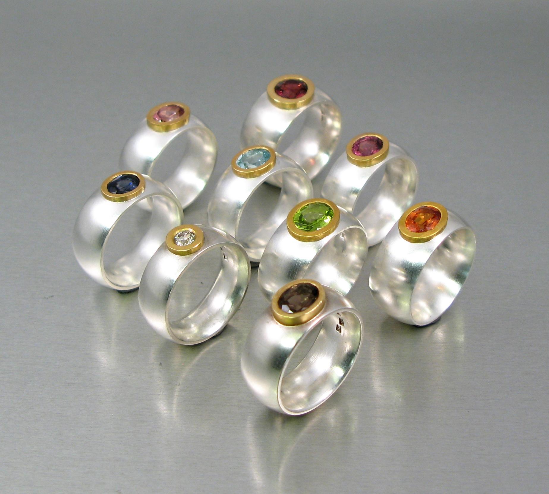 Ringar, silver, 23k guld och diverse stenar.