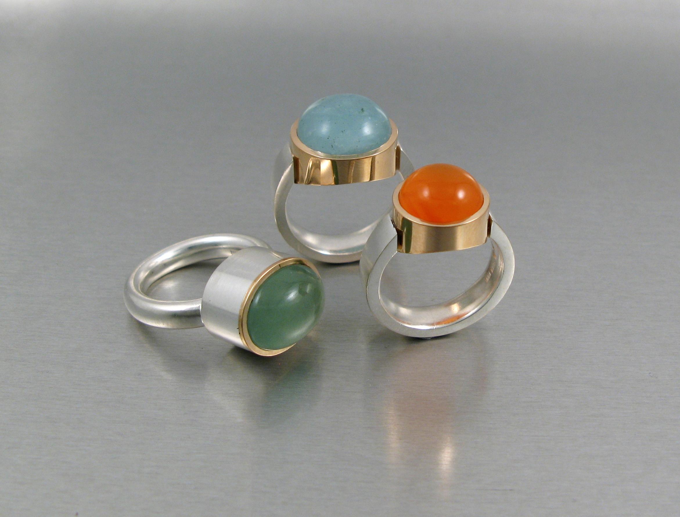 Ringar, silver, guld, akvamariner och karneol