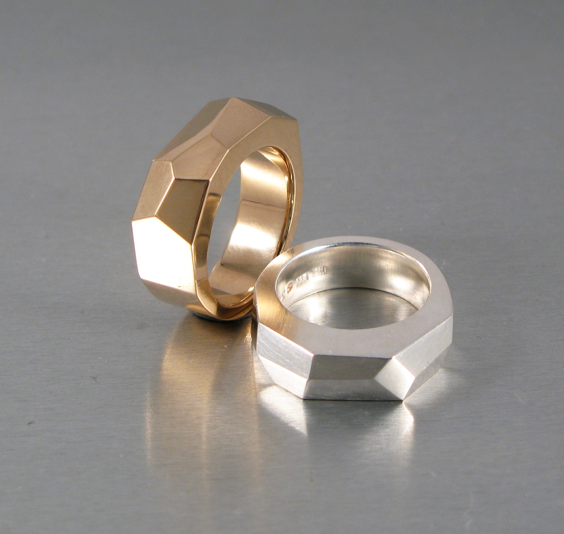 "Ringar, ""Unisex"", silver resp. guld."