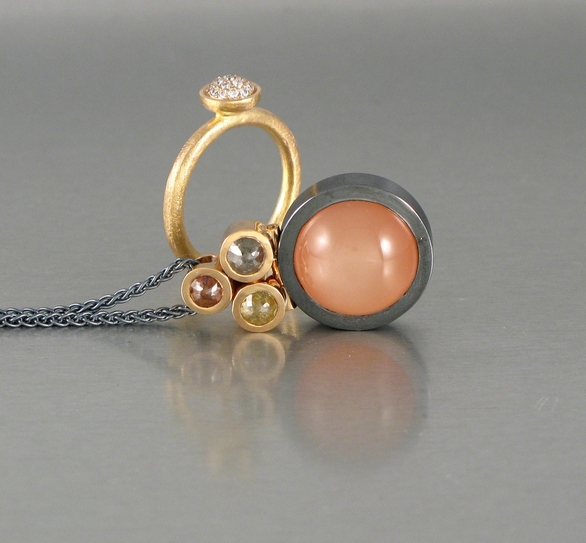 Hänge, oxiderat silver, guld, månsten och diamanter