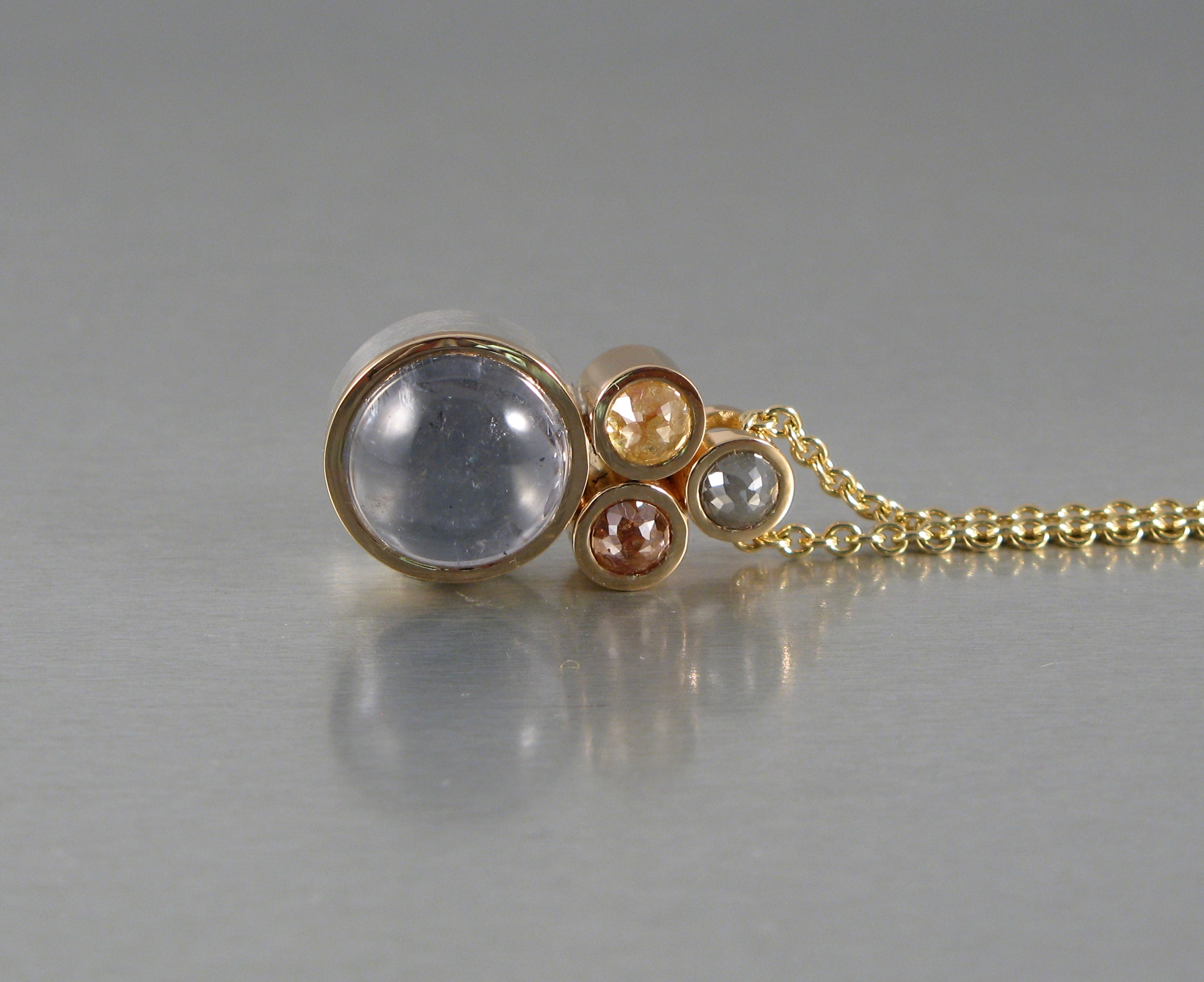 Hänge, silver, guld, turmalin och naturfärga- de rosenslipade diamanter