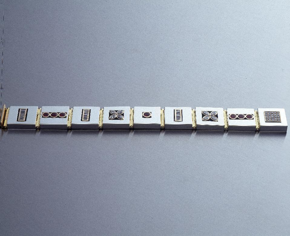 Ledat armband i silver, guld, diamanter och rubiner.