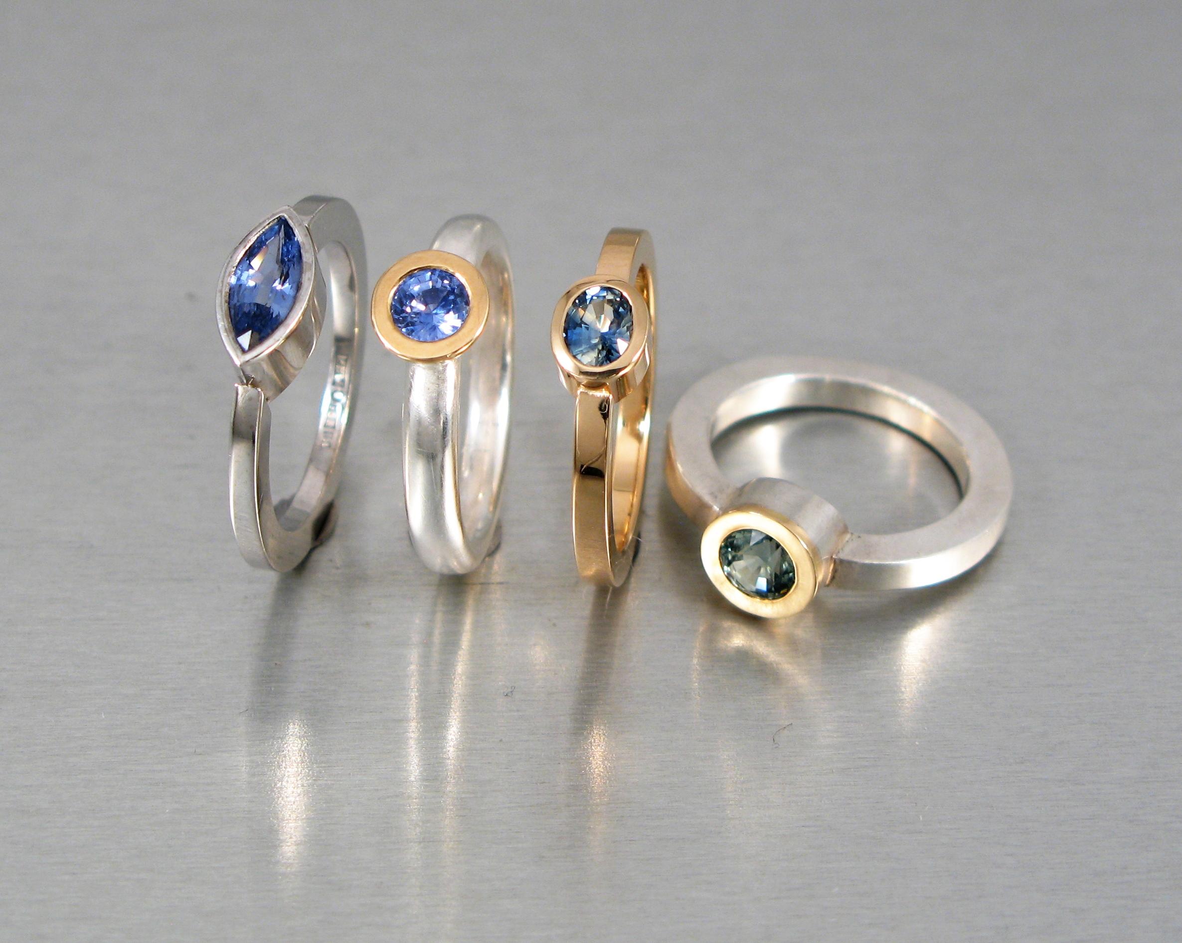 Ringar, rött och vitt guld, silver och safirer